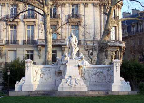 Paris16_Foch_Monument_Alphand