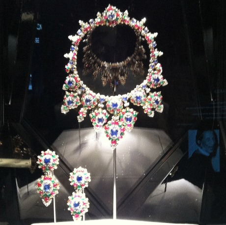 THE-ART-OF-BULGARI_LITTLE-MAGAZINE_EXHIBITIONS_1967_Gold-with-sapphires-emeralds-rubies-diamonds